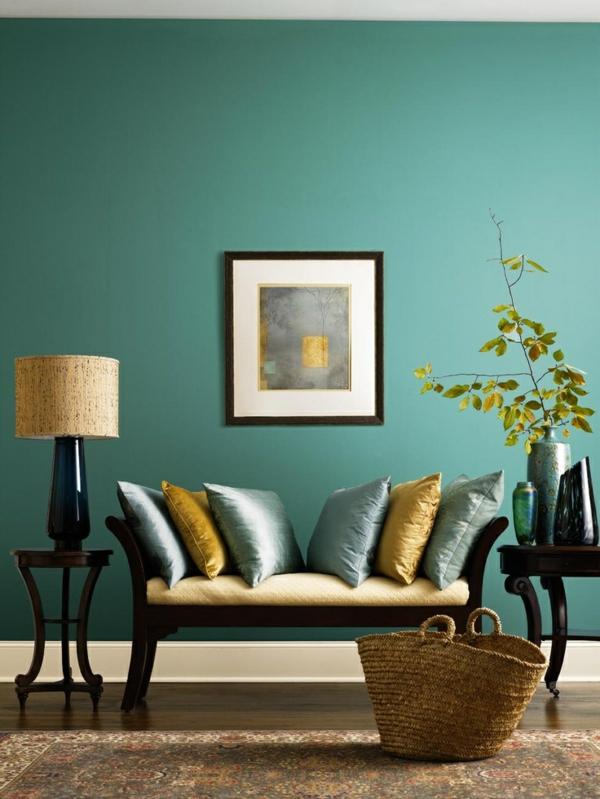 Wandfarbe in Türkis wandgestaltung couch kissen