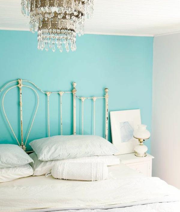 Wandfarbe in Türkis wandgestaltung kopfteil schlafzimmer