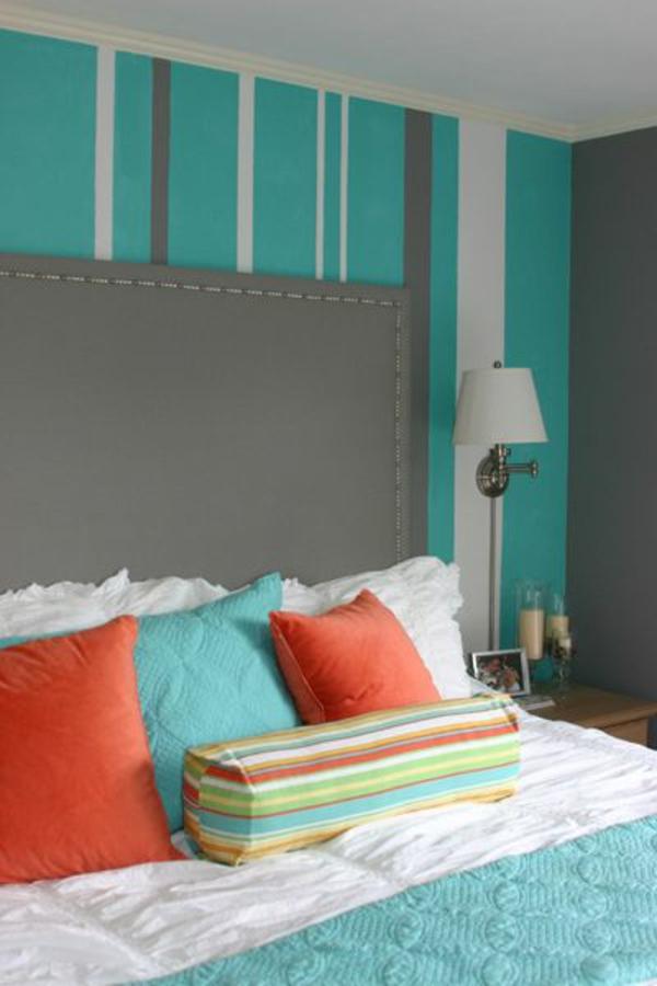 Wandfarbe grau kombiniert Türkis wandgestaltung orange kissen