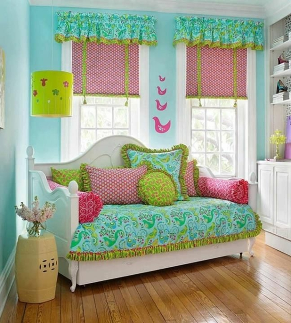 Wandfarbe in Türkis wandgestaltung sofas