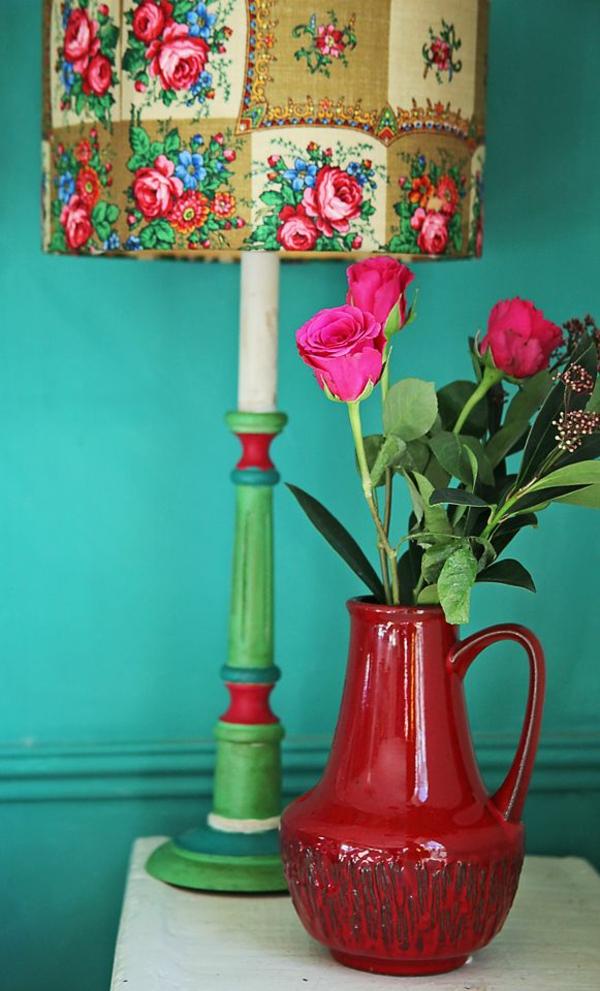 Wandfarbe in Türkis wandgestaltung vasen blumen