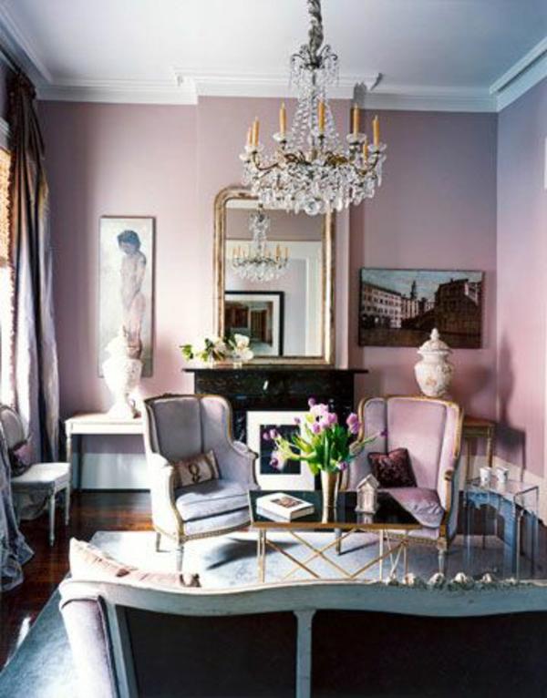wohnzimmer klassisch altrosa wandfarbe ornamente stühle