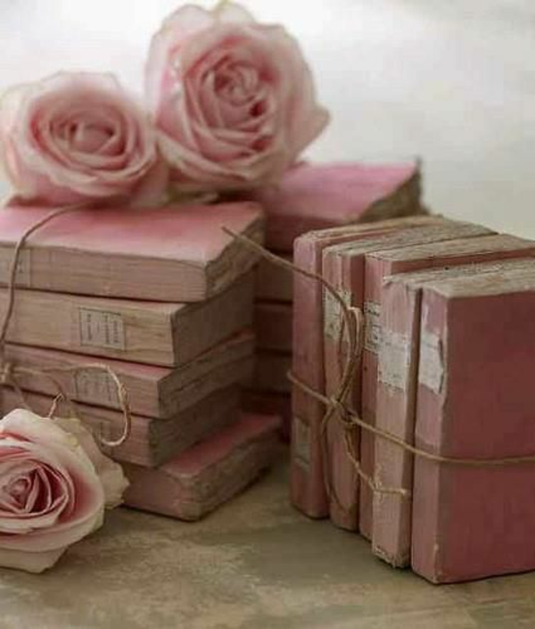 altrosa farbideen wohnzimmer klassisch vintage rosen bücher