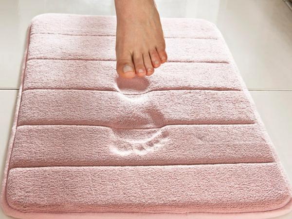 badteppiche lassen ihr bad gem tlicher und einladender wirken. Black Bedroom Furniture Sets. Home Design Ideas