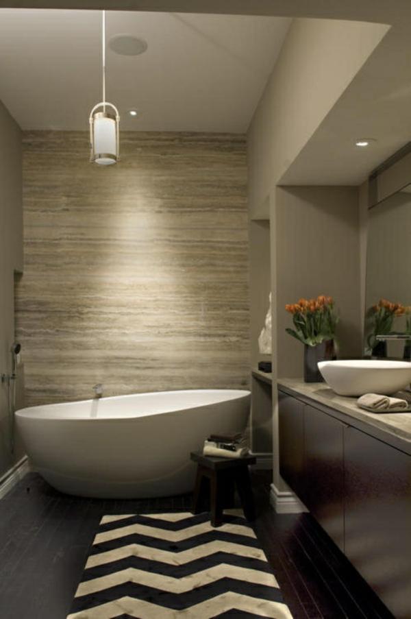 badmatte chevronmuster schwarz weiß holzboden badteppiche badvorleger set freistehende badewanne