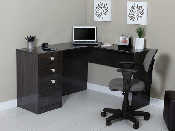 computertische die eine kreative arbeitsatmosph re schaffen. Black Bedroom Furniture Sets. Home Design Ideas