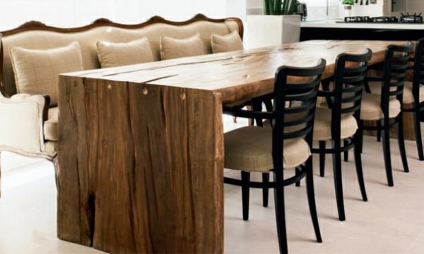 Ein Couchtisch Aus Holz Fugt Warme Und Naturlichkeit Im Wohnzimmer Bei