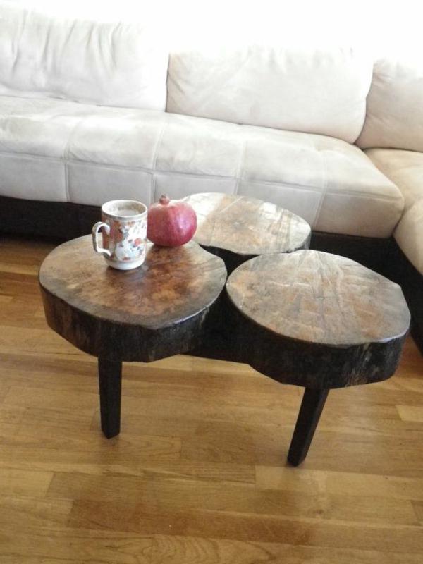 couchtisch holz massiv baumstumpf wohzimmer sofa