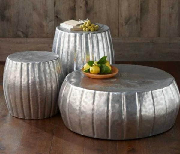 33 Couchtische und Beistelltische in Silber