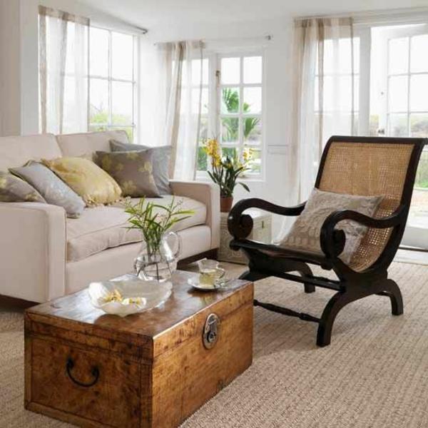 einrichtung wohnzimmer couchtisch holz kisten stuhl kolonialstil möbel