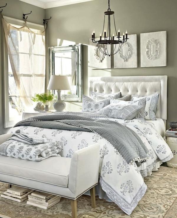 einrichtungsideen schlafzimmer bett kronleuchter kolonialmöbel