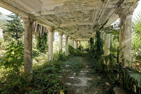 Erde und mensch naturbilder bahnhof gebäude georgien