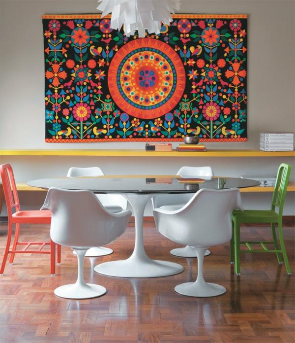 esszimmertisch mit stühlen esstisch rund lebendige farbgestaltung wanddeko ideen