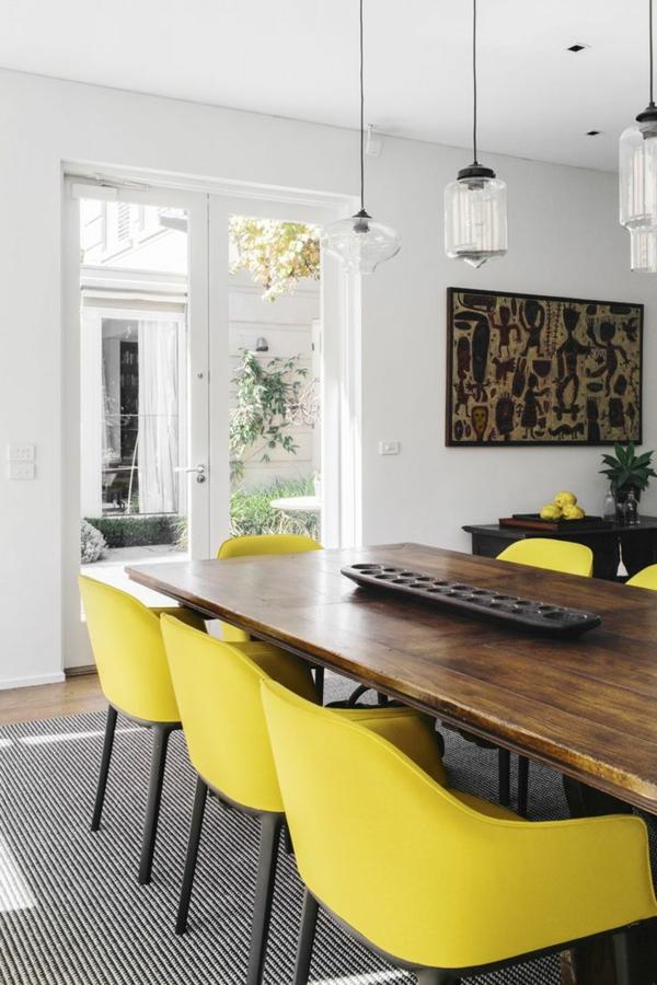 Esszimmertisch mit st hlen die ein modernes ambiente kreieren for Esszimmertisch holz modern