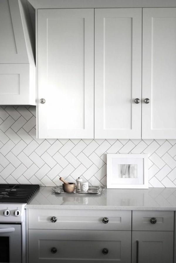 fliesenspiegel küche küchenfliesen spritzschutz küche chevron muster