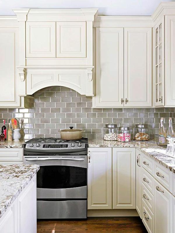 fliesenspiegel küche küchenfliesen wand rustikale küche küchenschränke holz