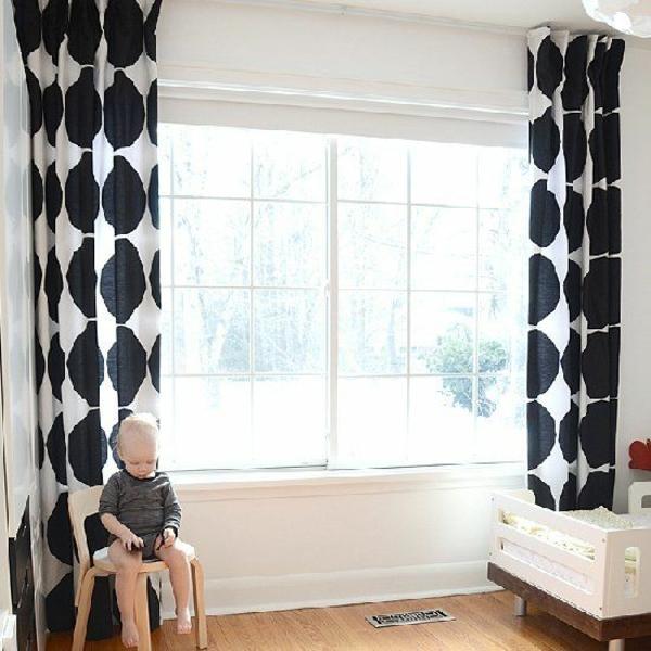 gardinen-kinderzimmer-fertiggardinen-moderne-vorhänge-schwarz-weiß-stoffmuster