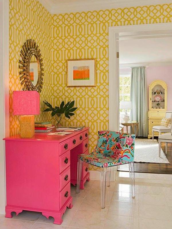 eine gelbe tapete im schlaf oder wohnzimmer wirkt sehr erfrischend. Black Bedroom Furniture Sets. Home Design Ideas