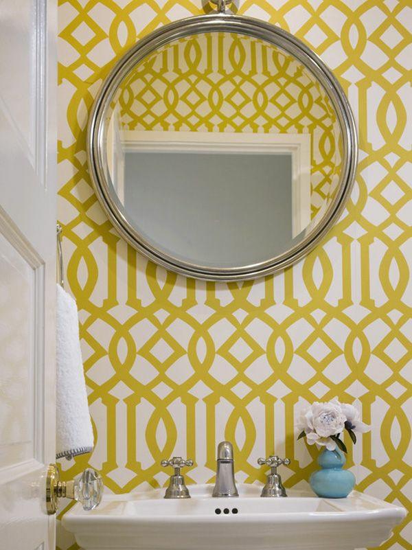 gelbe tapete mustertapeten badezimmer einrichten wandgestaltung ideen