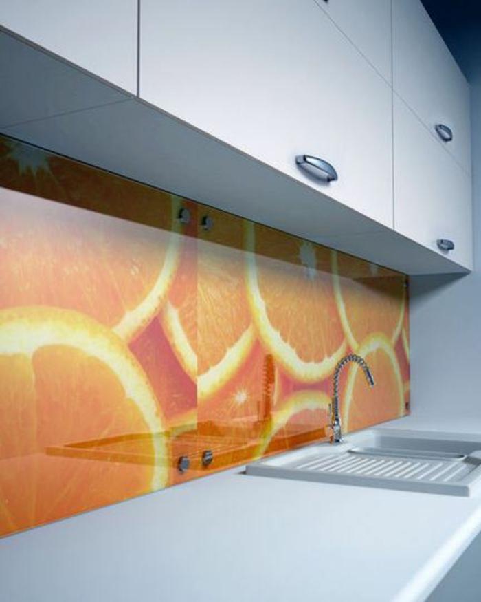 glasrückwand glanzvoll ideen küche orange spüle