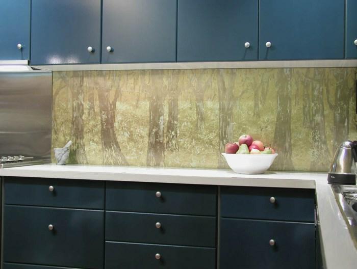 glasrückwand küche wald umgebung schale äpfel