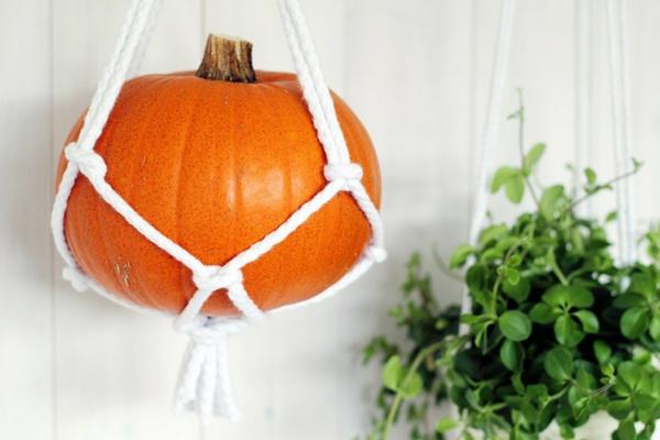 halloween dekoration hängender kürbis