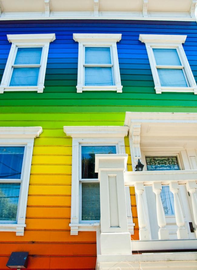 hausfassade streichen bringen sie alle regenbogenfarben zum einsatz. Black Bedroom Furniture Sets. Home Design Ideas