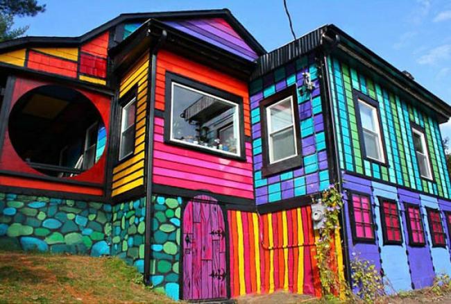hausfassaden farben moderne hausfassade gestalten regenbogen farben muster