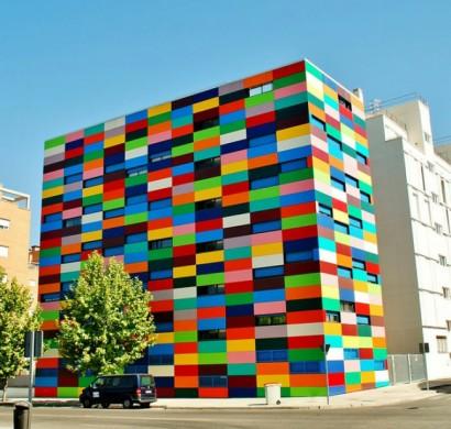 hausfassade streichen bringen sie alle regenbogenfarben. Black Bedroom Furniture Sets. Home Design Ideas