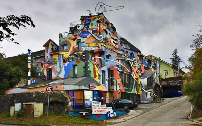 hausfassaden farbgestaltung hausfassade streichen hotel spirit bratislava