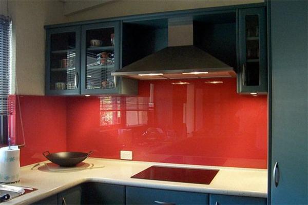 küchenrückwände fliesenspiegel glas rot spritzschutz küche