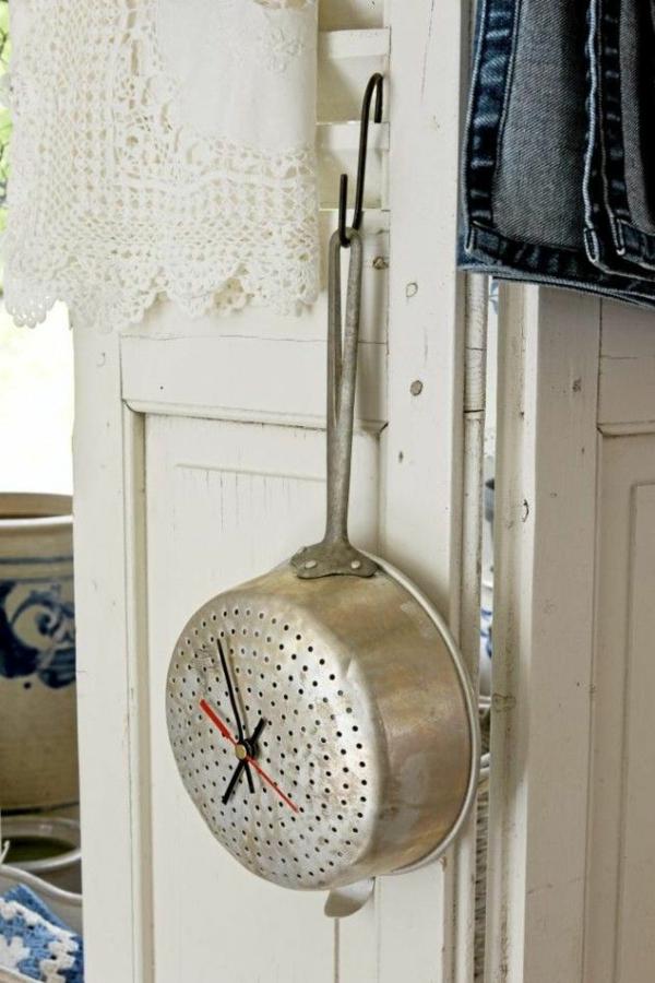 küchenuhr selber machen pfanne küchenutensilien shabby shic stil deko ideen