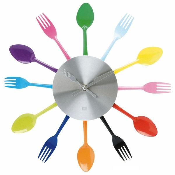 küchenuhren modern wanduhren wanddeko ideen löffel gabel farbig