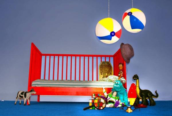 kinderzimmer lampen kugel pendelleuchte strandball aufblasbar kinderbett