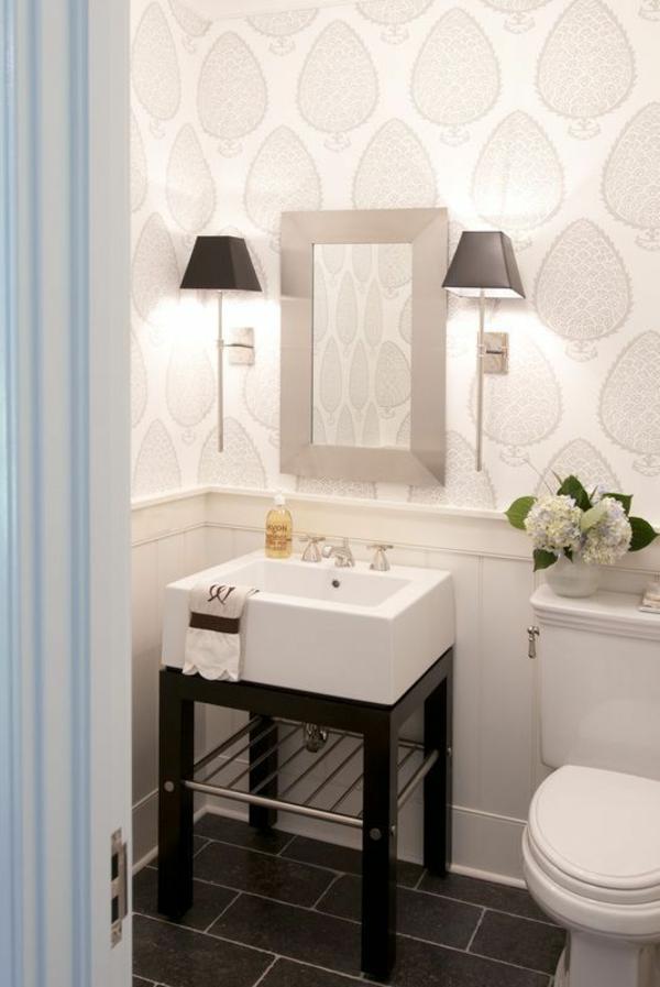 Kleines bad einrichten nehmen sie die herausforderung an for Tapeten badezimmer beispiele