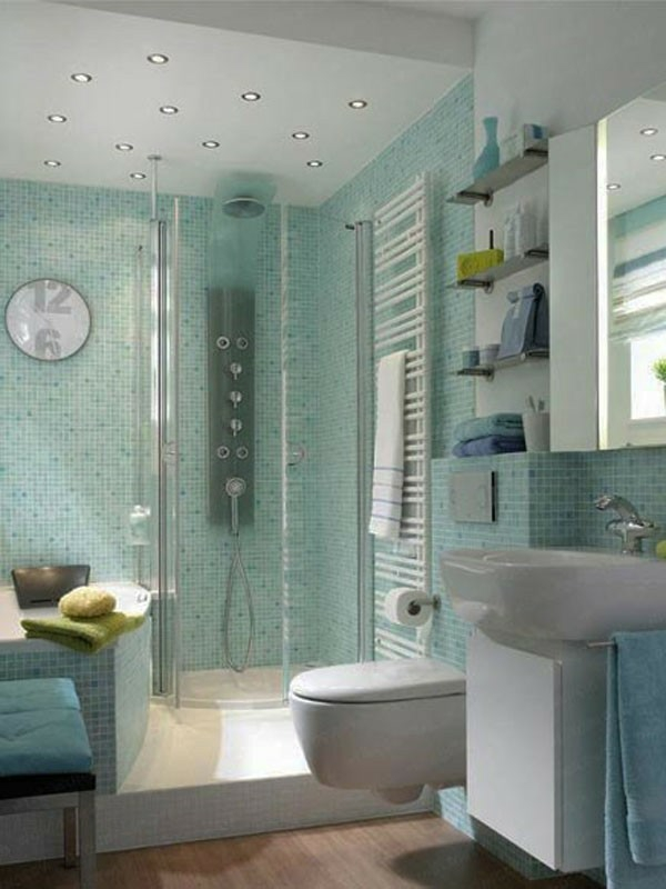 kleines bad fliesen blau mosaikfliesen duschkabine glas badmöbel
