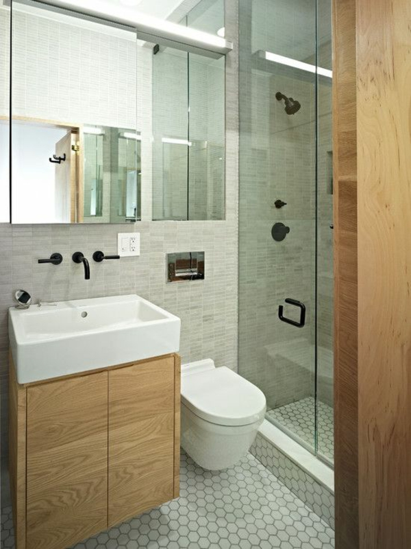 klein bad fliesen dusche badgestaltung moderne badezimmer ideen holzmöbel