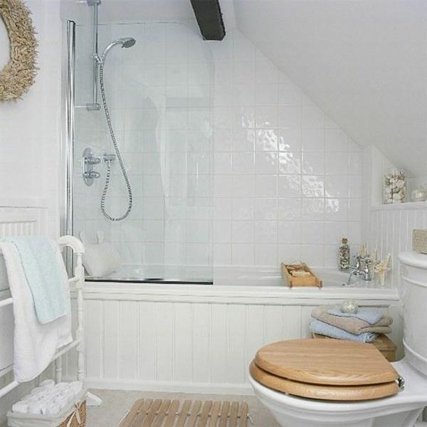 Kleines bad einrichten nehmen sie die herausforderung an for Bathroom design under eaves