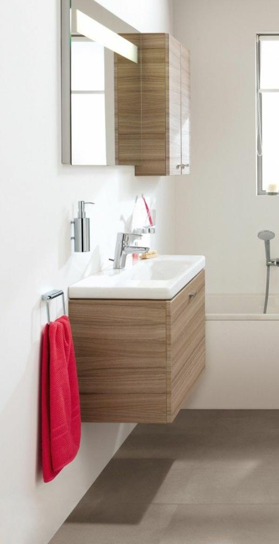 kleines bad ideen dusche badewanne badezimmer holzschränke praktisch