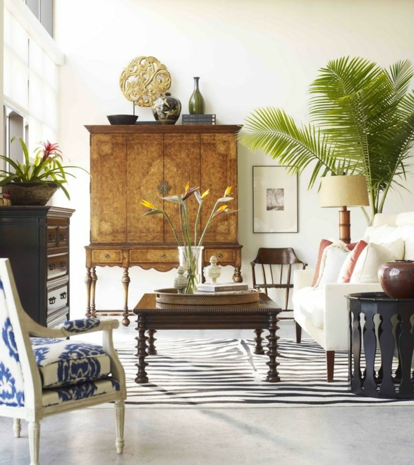 kolonialmöbel holz kommode anrichte wohnzimmer einrichtung couchtisch holz teppich zebramuster