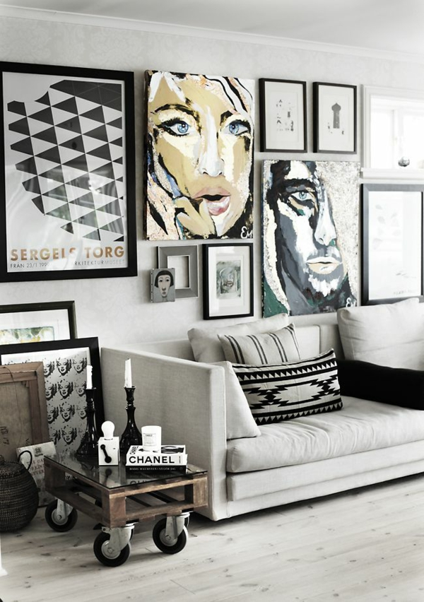 Kreative Wandgestaltung Wohnzimmer Wandgemälde Sofa Popart Stil Popkunst