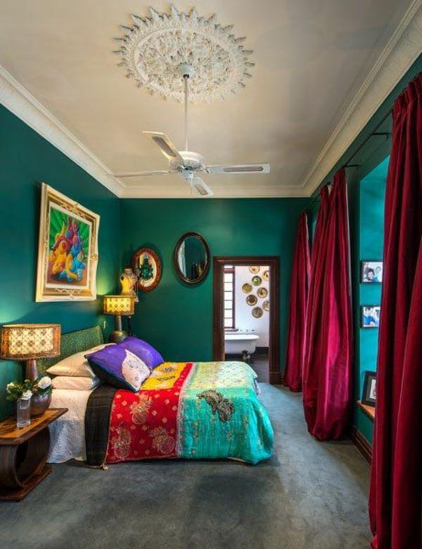 meergrün und bunte deko