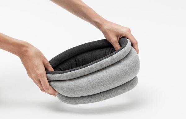 ostrich pillow light reversible studio banana things nackenkissen reisekissen