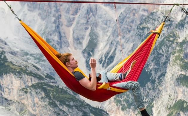 outdoor-hängematte-highline-meeting-italienische-alpen-festival