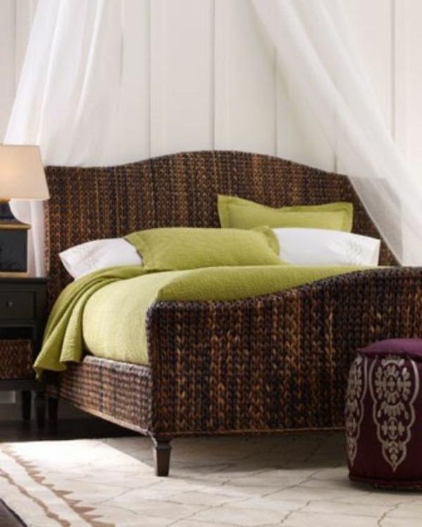 schlafzimmer möbel rattan bett einrichten grün weiß