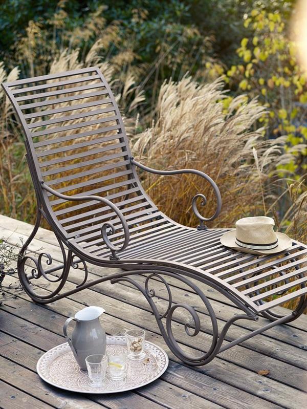 relaxliege garten terrassendielen holz veranda tee trinken entspannungsecke