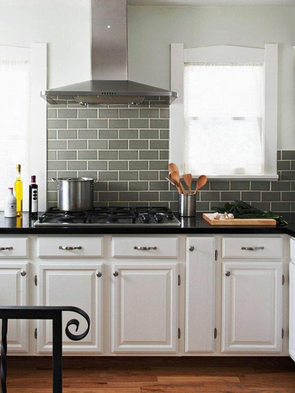 retro küche holz unterschränke spritzschutz küche kochfeld küchenfliesen wand