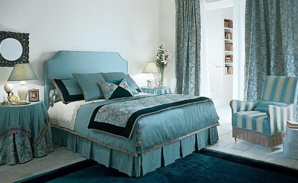 Romantisches Schlafzimmer Gestalten Mintgrün Polsterbett Tagesdecke Türkis  Vorhänge