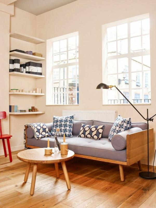 wohnzimmer holz ideen:Tee oder Kaffee gemütlich zu Hause trinken und Magazine lesen – der
