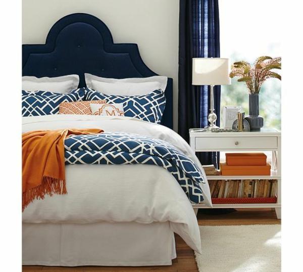 schlafzimmer-einrichtungsideen-polsterbett-kopfende-königsblau